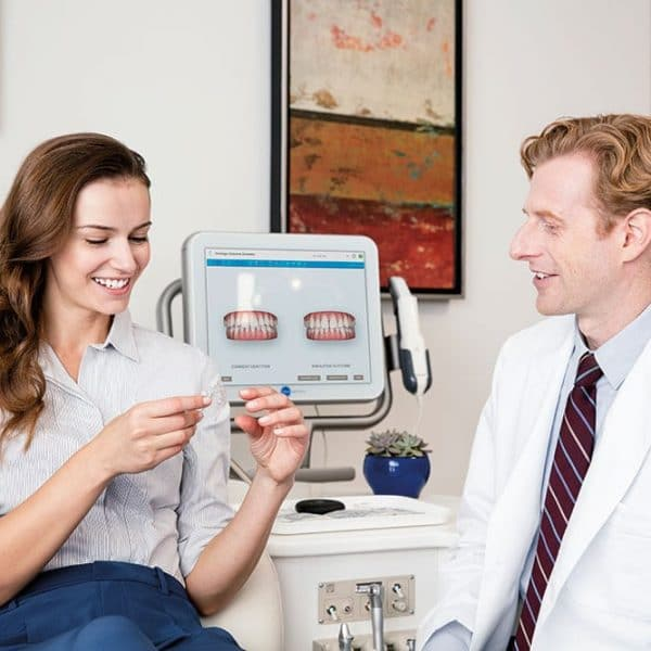 Imnvisalign-Doctors-with-Patient